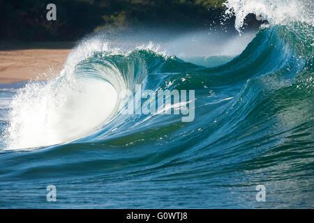 Océan Pacifique vagues se brisant sur Popohaku beach Molokai Hawaii Banque D'Images