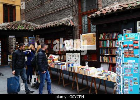 Livre échoppes book shop dans la Calle Mayor, Madrid, Espagne Banque D'Images