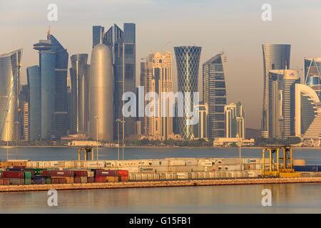 Doha futuriste ville et port à conteneurs, Doha, Qatar, Moyen-Orient