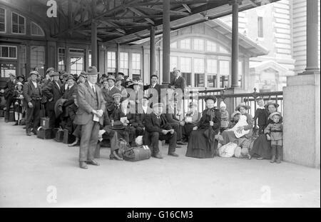 Dans les années 35 avant d'Ellis Island a ouvert, plus de huit millions d'immigrants arrivant à New York avaient Banque D'Images