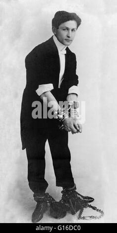 """Intitulé: 'Harry Houdini en chaînes"""", 1905 photographie fait partie de la Collection McManus-Young. Harry Houdini Banque D'Images"""