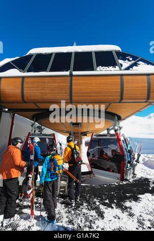 L'Eurasie, région du Caucase, la Géorgie, la station de ski de Gudauri, télécabine Banque D'Images