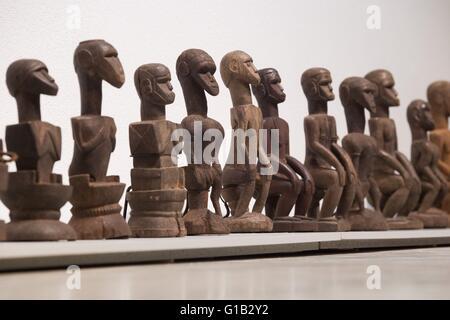 'Âme' figurines comme porteurs d'un contenu spirituel peut être vu dans l'exposition 'urveying la colonie. Sur l'Esthétique Banque D'Images