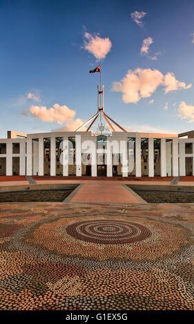 Facaade de nouveau la maison du parlement de l'Australie à Canberra. À partir de la verticale de l'image mosaïque Banque D'Images