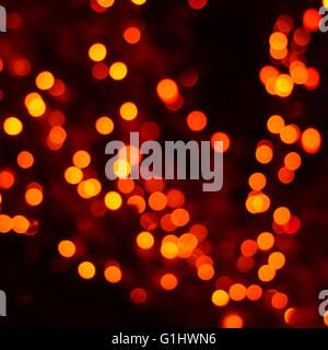 Jaune, orange et rouge Noël festif fond abstrait élégant avec des lumières et d'étoiles bokeh Banque D'Images