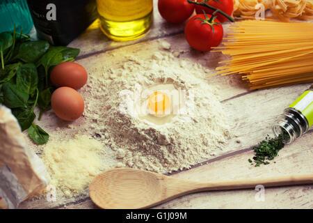 La préparation des plats italiens traditionnels faits maison Banque D'Images