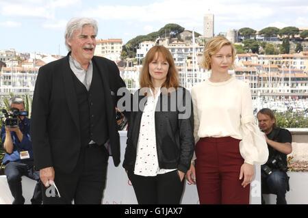Peter Simonischek, Maren Ade et Sandra Hüller au 'Toni' Erdmann photocall lors de la 69 e édition du Festival de Cannes au Palais des Festivals le 14 mai 2016 dans le monde d'utilisation  