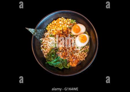 Bouillon de ramen, soupe de nouilles japonaises Banque D'Images