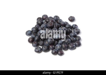Tas de bleuets frais, isolé sur fond blanc Banque D'Images