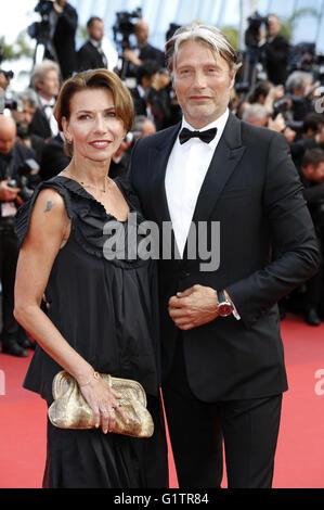 Hanne Jacobsen et Mads Mikkelsen participant à la 'La fille inconnue' premiere pendant le 69e Festival du Film de Cannes au Palais des Festivals de Cannes le 18 mai 2016 | Verwendung weltweit