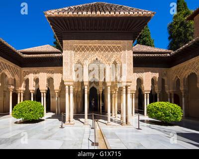 Arabesque architecture maure, Cour des Lions, le Patio de los Leones, Alhambra de Grenade nasride, province, Andalousie, Banque D'Images
