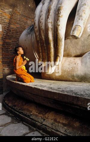 Les moines bouddhistes thaïlandais