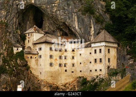 Château de Predjama, un château Renaissance construit dans une grotte bouche dans le centre-sud de la Slovénie Banque D'Images