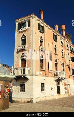 Maison étroite de Skinny Jean Cabot (Giovanni Caboto) à Via Giuseppe Garibaldi / Riva dei Sette Martiri, Venise, Banque D'Images