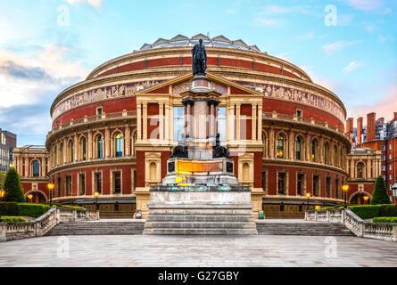 Royal Albert Hall, Londres, Angleterre, Royaume-Uni, avec le coucher du soleil Banque D'Images