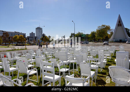 185 chaises vides Banque D'Images