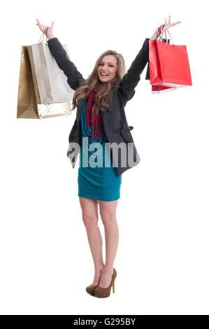 Belle, jeune et joyeux shopping woman raising hands in the air Banque D'Images