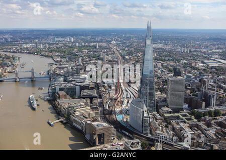 Une vue aérienne de la South Bank de Londres montrant le fragment, les gars l'hôpital et le Tower Bridge Banque D'Images