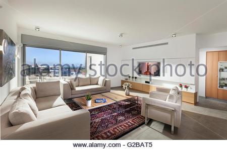 Appartement moderne, Shoham par Adi Aronov. Plan ouvert salon et ...