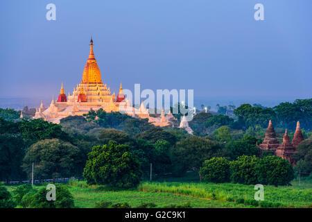 Bagan, Myanmar temples dans la zone archéologique. Banque D'Images