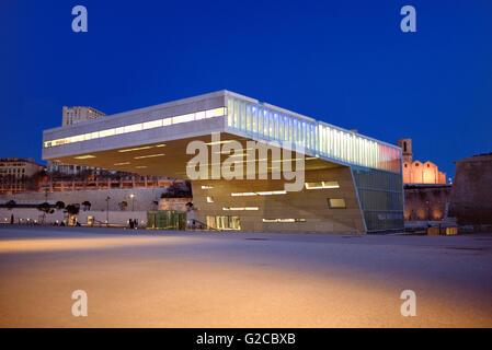 L'architecture moderniste de la Villa Florida Conference Center conçu par Stefano Boeri (2013) à la tombée de Marseille Banque D'Images