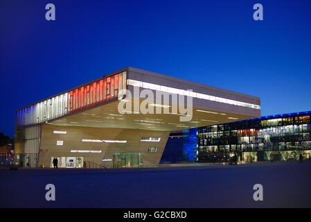 L'architecture moderniste de la Villa Adria Conference Centre & MUCEM Museum au crépuscule Marseille France Banque D'Images