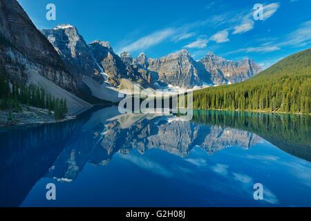 Le lac Moraine et le Wenkchemma Peaks Banff National Park Alberta Canada Banque D'Images