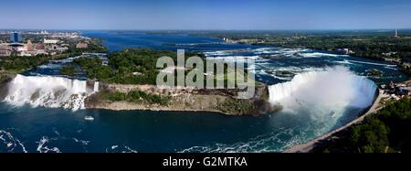 Vue Aérienne Vue panoramique sur Niagara Falls du côté canadien avec American Falls sur la gauche et sur la droite Banque D'Images