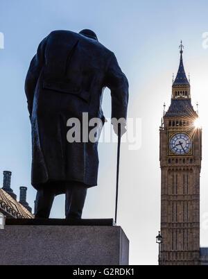 Soleil qui brille à côté de Big Ben et de la place du Parlement, Westminster, London, UK.