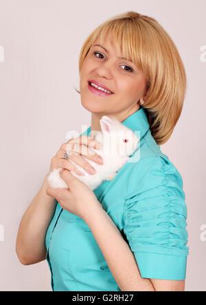 Beautiful Girl holding lapin blanc nain