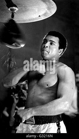 Fichier. 3 juin, 2016. MUHAMMAD ALI, le trois fois champion de boxe poids lourd, est décédé à l'âge de 74 ans. Il avait lutté contre une maladie respiratoire. 'La plus grande' était le boxeur dominante des années 1960 et 1970, Ali a remporté une médaille d'or olympique à Rome en 1960, capturé le monde professionnel Heavyweight Championship à trois occasions, et a défendu avec succès son titre 19 fois. Photo: 1978 - Formation de Muhammad Ali en 1978. © Globe Photos/ZUMAPRESS.com/Alamy Live News