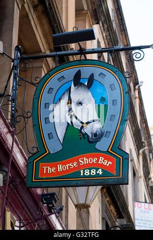 Enseigne à l'extérieur célèbre Horseshoe Bar à Glasgow, Ecosse, Royaume-Uni