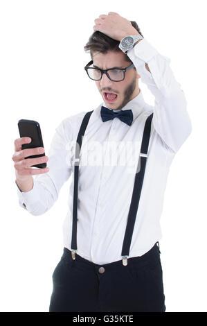 Homme en colère en hurlant pour téléphone mobile, isolé sur fond blanc Banque D'Images