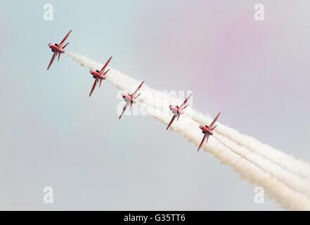 Les flèches rouges RAF aerobatic team vol face à l'appareil photo, Duxford Duxford meeting aérien américain, UK Banque D'Images