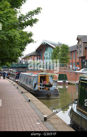 Narrowboats sur Oxford Canal, Banbury, Oxfordshire Banque D'Images