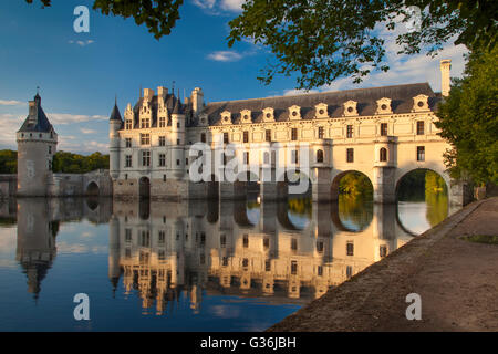 La lumière du soleil du soir sur Château de Chenonceau et de Cher, Indre-et-Loire Centre, France Banque D'Images