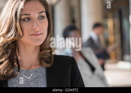 Close up pensive corporate businesswoman looking away Banque D'Images