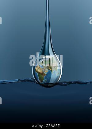 La terre en goutte d'eau entrant dans l'eau Banque D'Images