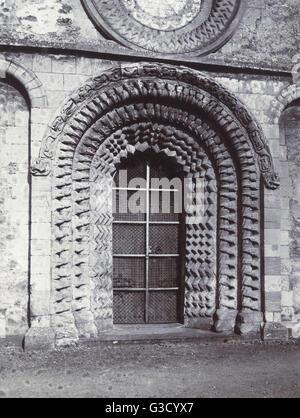 La porte de l'ouest de Norman à l'église paroissiale de St Mary the Virgin, d'Iffley, Oxford. Date: vers 1910 Banque D'Images