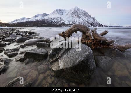 Le lac Kathleen au lever du soleil en hiver, le gel, la réserve de parc national Kluane, Yukon, Canada Banque D'Images