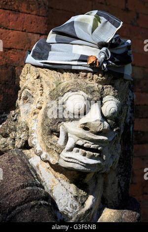 Mayura statue, Palais d'eau, de la ville de Mataram, Lombok, Nusa Tenggara Ouest Province, Indonésie Banque D'Images