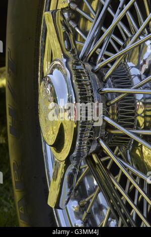 Westbury, New York, USA. Le 12 juin 2016. Rudge-Whitworth, Milano, 52mm 72 fil chrome a parlé avec roue 2-bar spinner Banque D'Images
