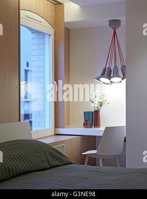Chambre d'amis au niveau inférieur. Résidence privée London, Londres, Royaume-Uni. Architecte: Rajiv Sani et associés Banque D'Images