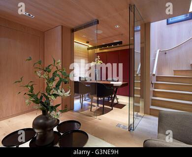 Zone de bureaux au niveau inférieur. Résidence privée London, Londres, Royaume-Uni. Architecte: Rajiv Sani et associés Banque D'Images