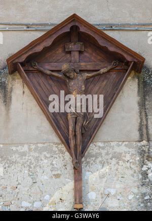 Sculpture en bois représentant Jésus Christ sur la croix Banque D'Images