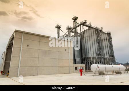 Le quinoa, une usine industrielle en Antequera Malaga, Andalousie Le sud de l'Espagne, Europe Banque D'Images