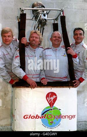 L'équipe Challenger Virgin Global (l/r) Per Lindstrand, le patron de Virgin Richard Branson, Steve Fossett et Dave Jackson, lors de la conférence de presse d'aujourd'hui (jeudi) à la Royal Aeronautical Society à Londres, Où Branson a annoncé sa décision de faire une autre tentative pour devenir le premier à voler dans le monde à bord d'une montgolfière, avec l'ancien rival d'arche Steve Fossett rejoignant leur équipe. Découvrez L'AVENTURE de l'histoire de PA Branson. Photo de John Stillwell.