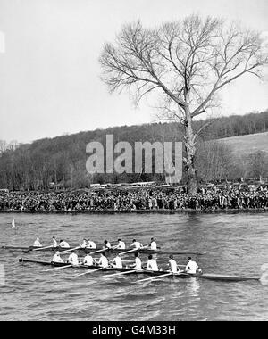 La Seconde Guerre mondiale - Empire britannique - Le front intérieur - Oxford v Cambridge Boat Race - Henley-on-Thames - 1940