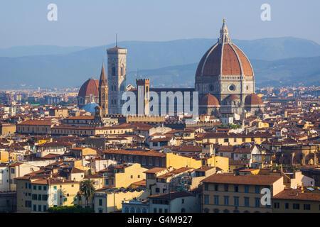 Florence, Toscane, Italie. Sur la ville de Duomo - Cattedrale di Santa Maria del Fiore Banque D'Images