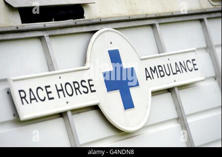 Horse Racing - Sauts en semaine - Hippodrome de Warwick